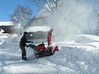 除雪中の新山さん